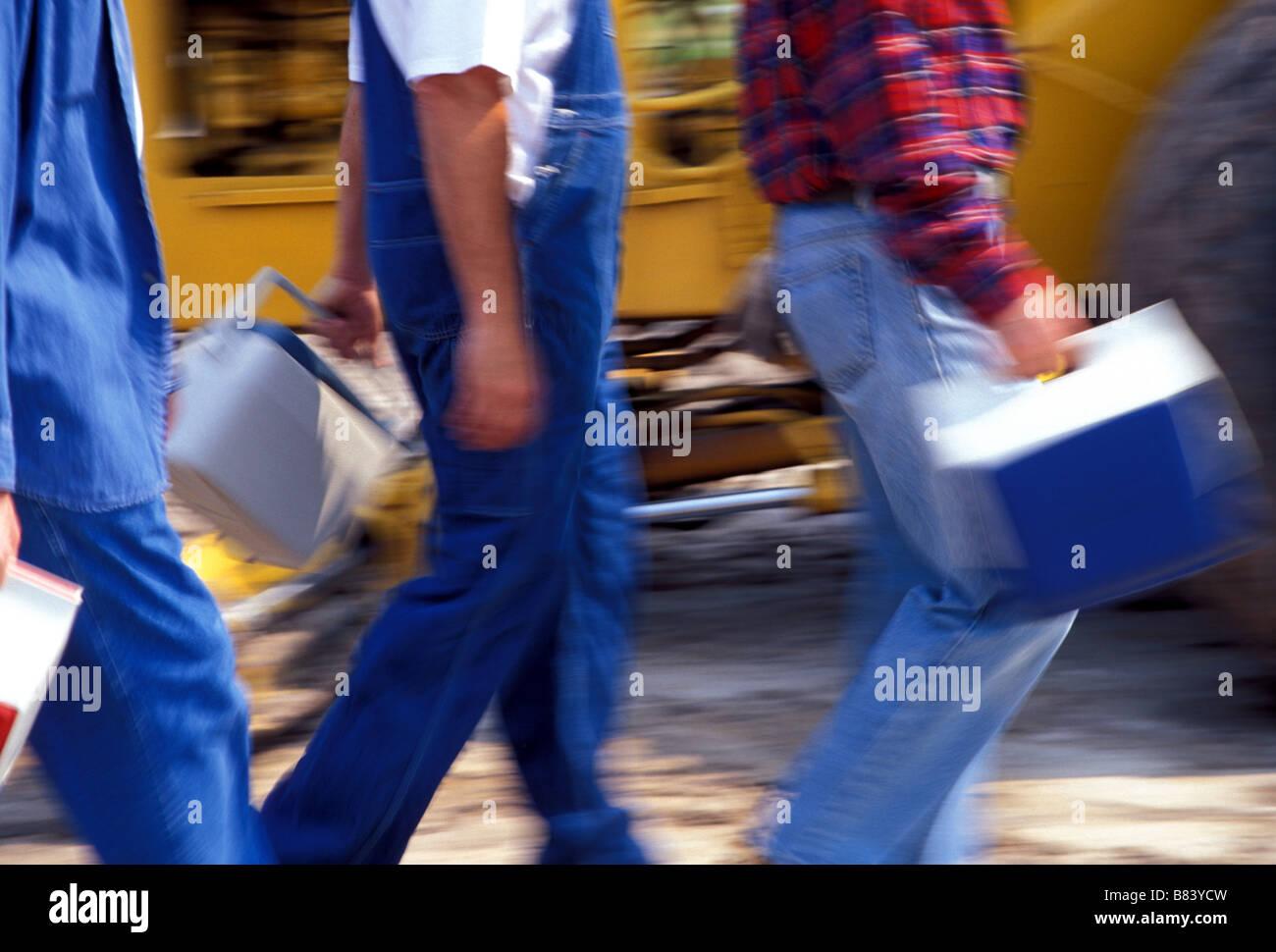Collare blu, artigiani e lavoratori sul sito in costruzione Immagini Stock