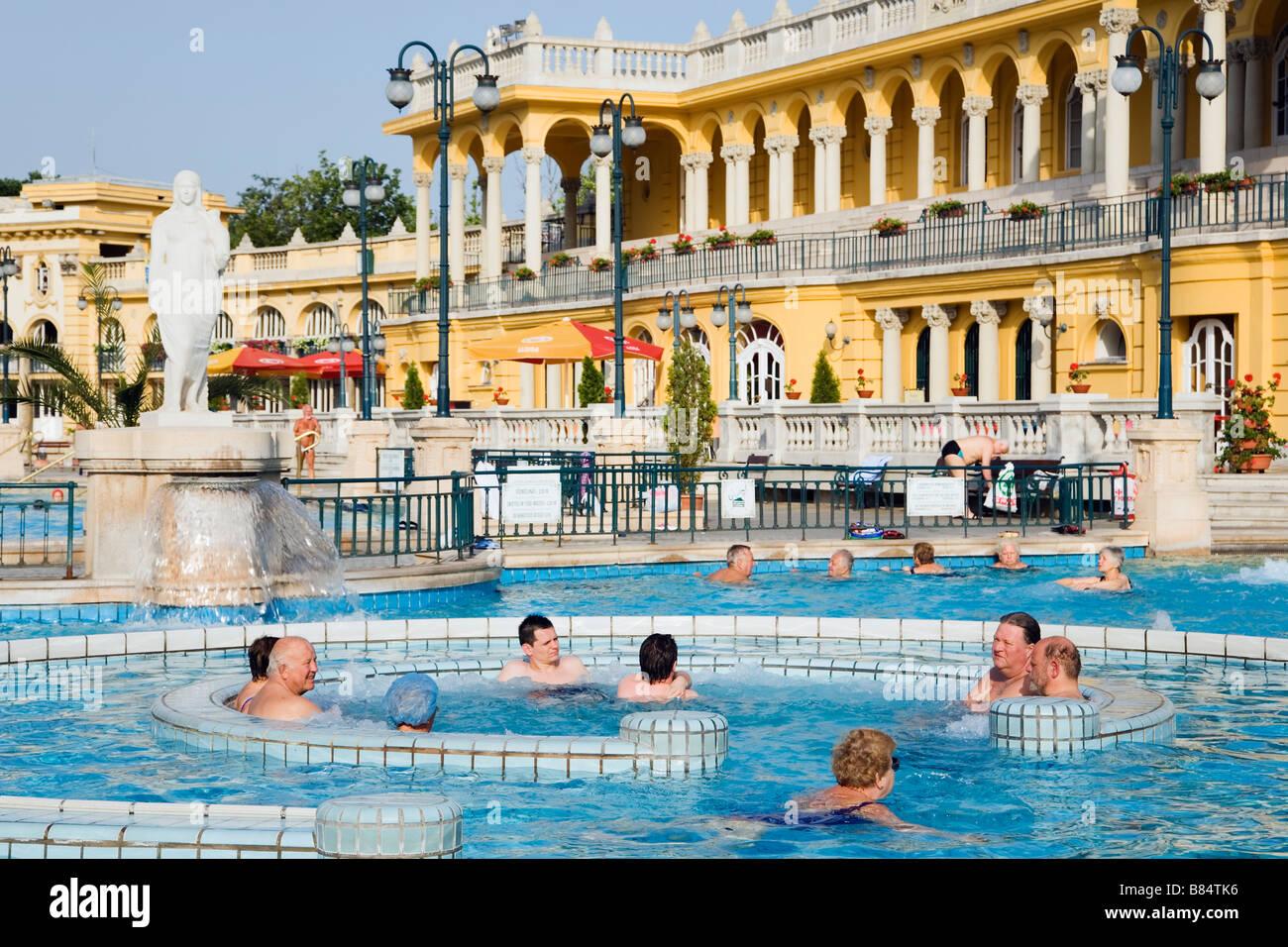Bagni Termali Szechenyi : Budapest ungheria l europa piscina esterna a szechenyi bagni