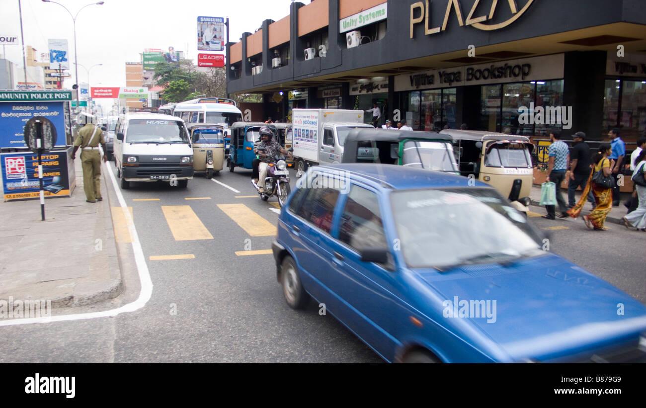 Colombo Sri Lanka caotico traffico nella strada trafficata Immagini Stock