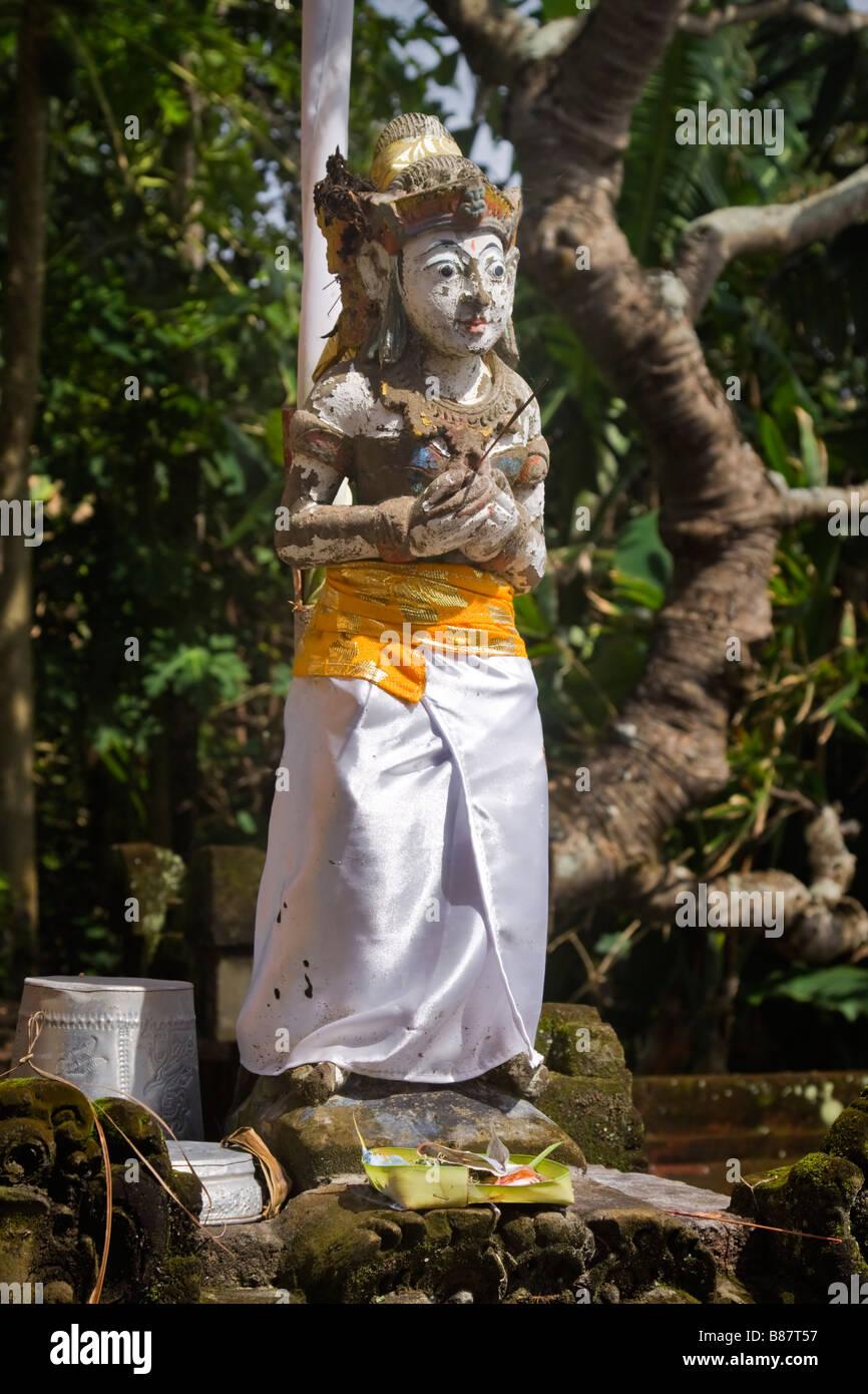 Statua di una divinità Indù nel commerciante s santuario di Rambut Siwi tempiale Bali Immagini Stock