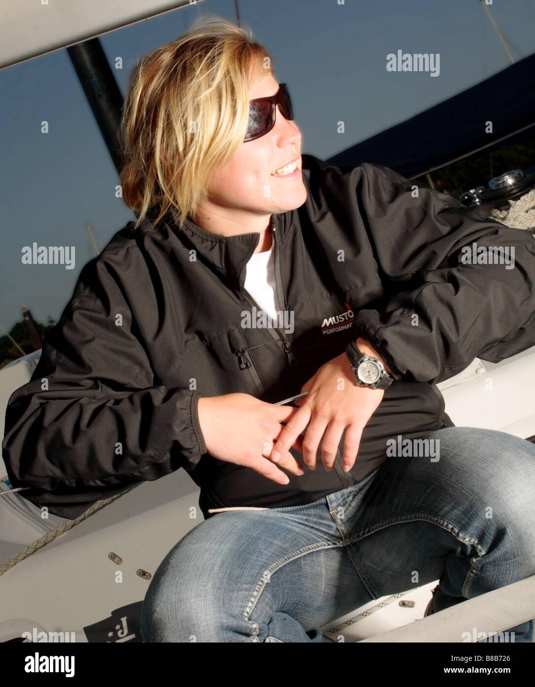 Girl Età 20-25 su uno yacht Immagini Stock