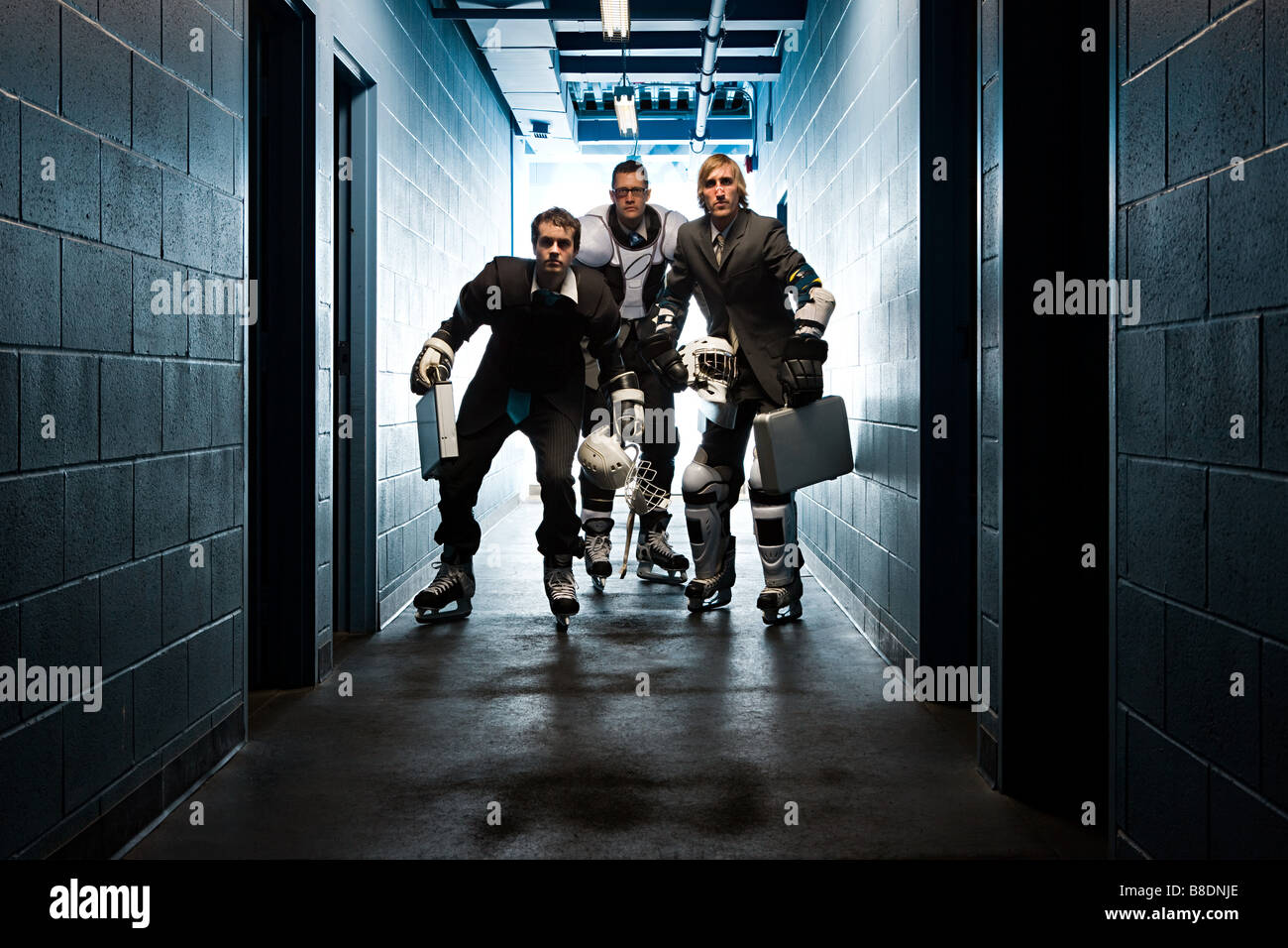 Tre uomini di affari che indossa hockey su ghiaccio uniformi Immagini Stock