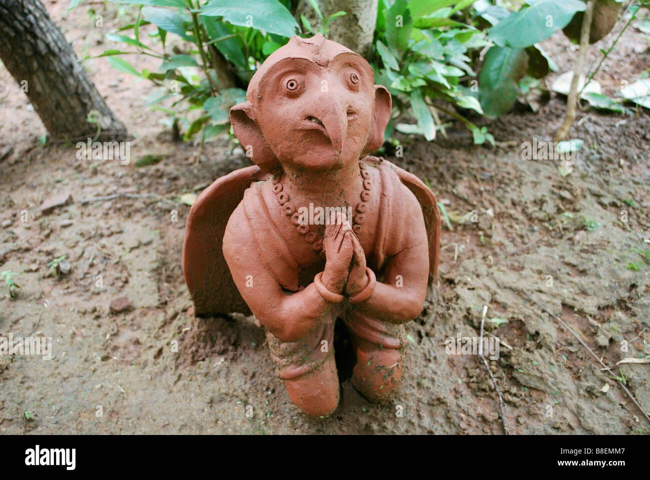 Garuda Avatar, struttura di terracotta a Manav Sangrahalaya, Bhopal, Madhya Pradesh, India Immagini Stock