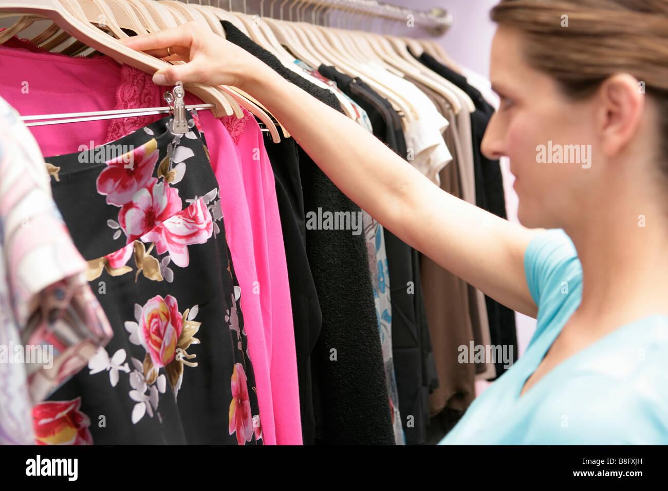 Donna incinta shopping 65cad6d736f