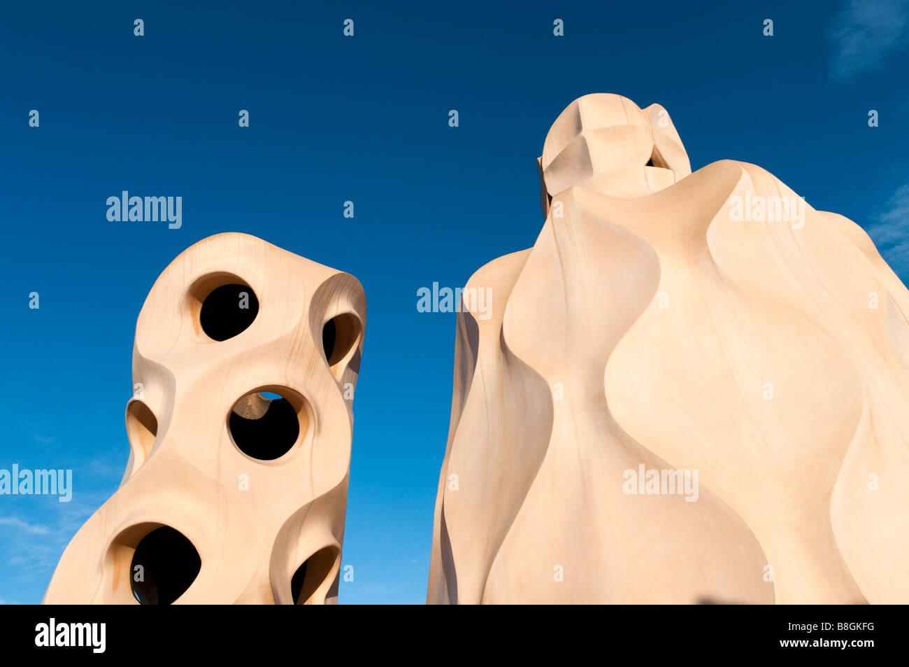 La scultura sul tetto di Casa Mila di Antoni Gaudì Barcellona, Spagna Immagini Stock