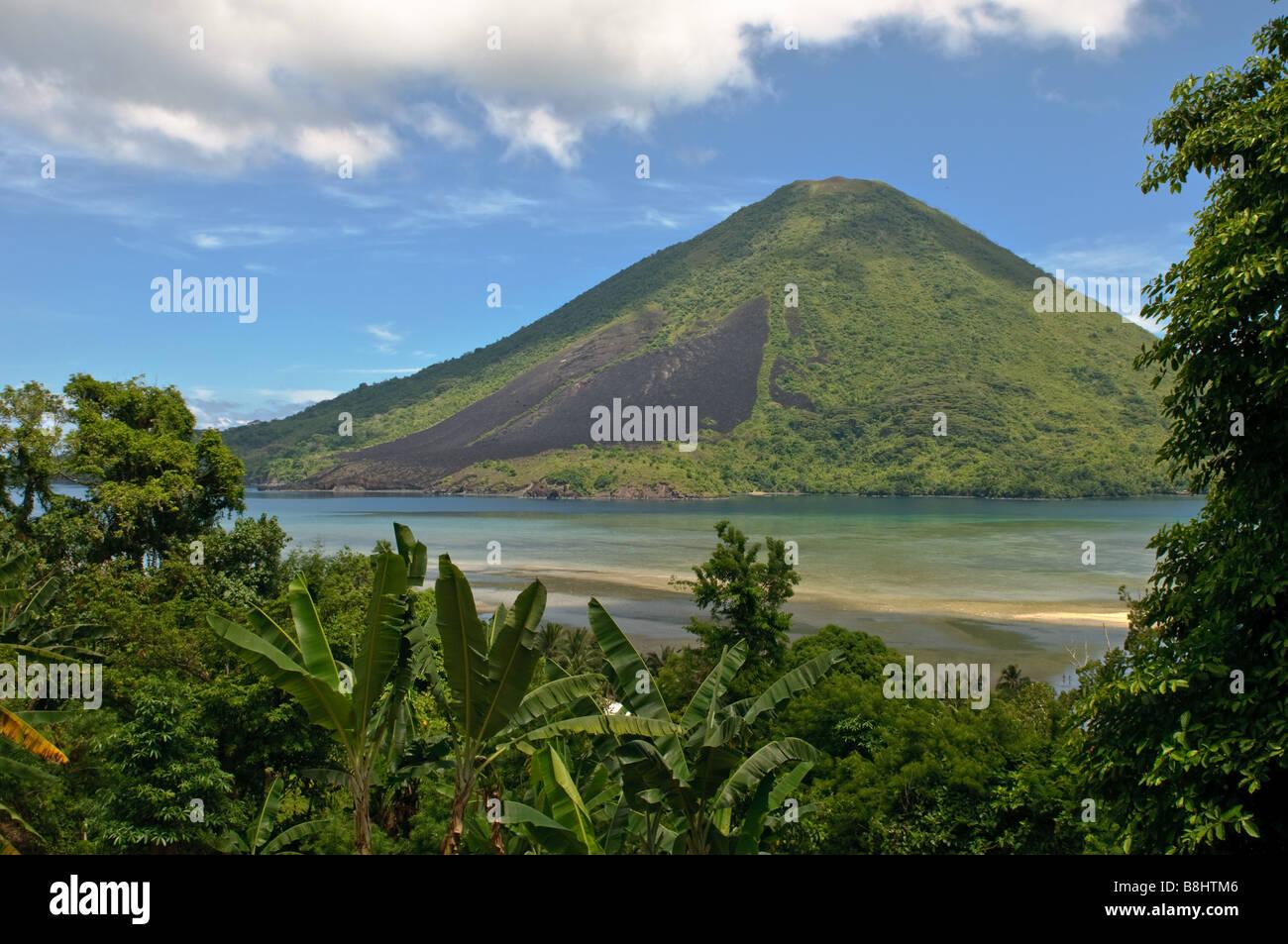 Gunung Api vulcano isole Banda Indonesia Immagini Stock