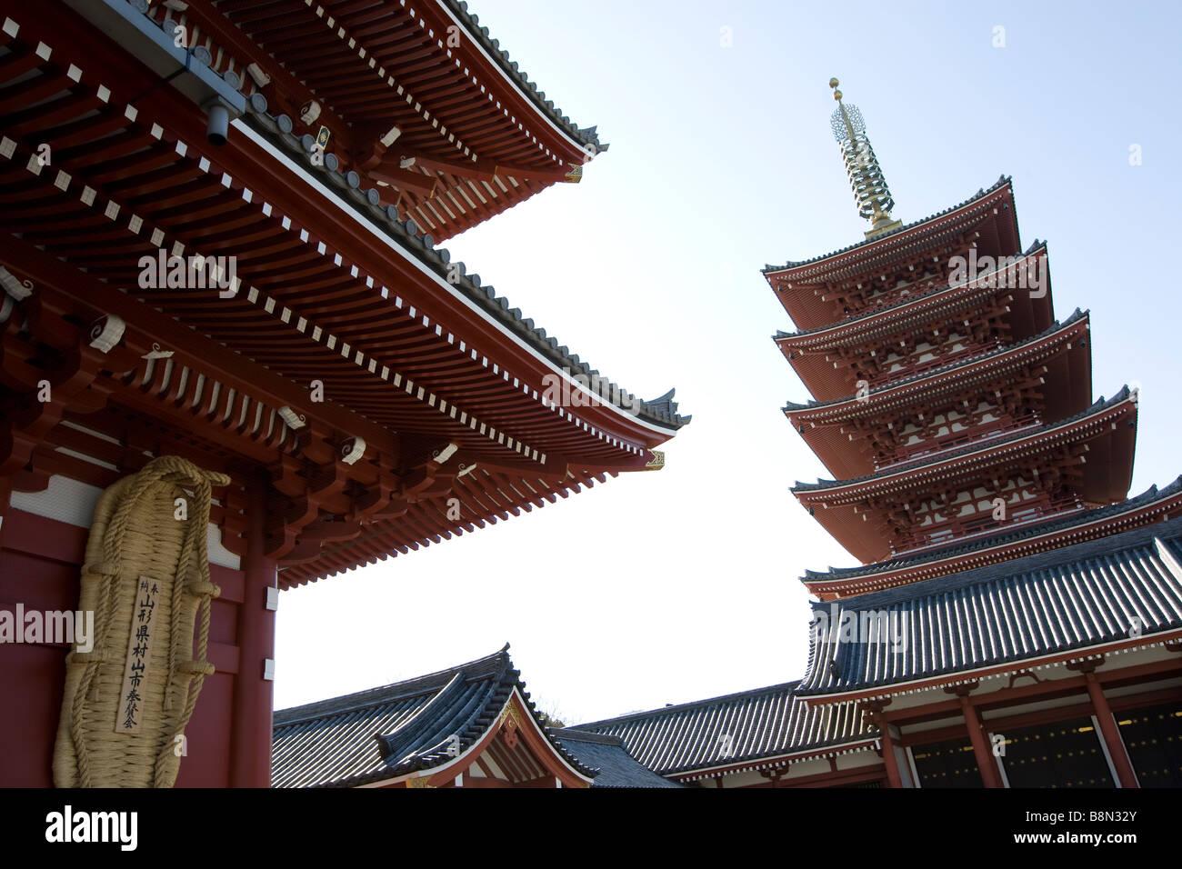Architettura del senso ji e la pagoda nel quartiere di Asakusa Tokyo Giappone Lunedì 3 Marzo 2009 Foto Stock