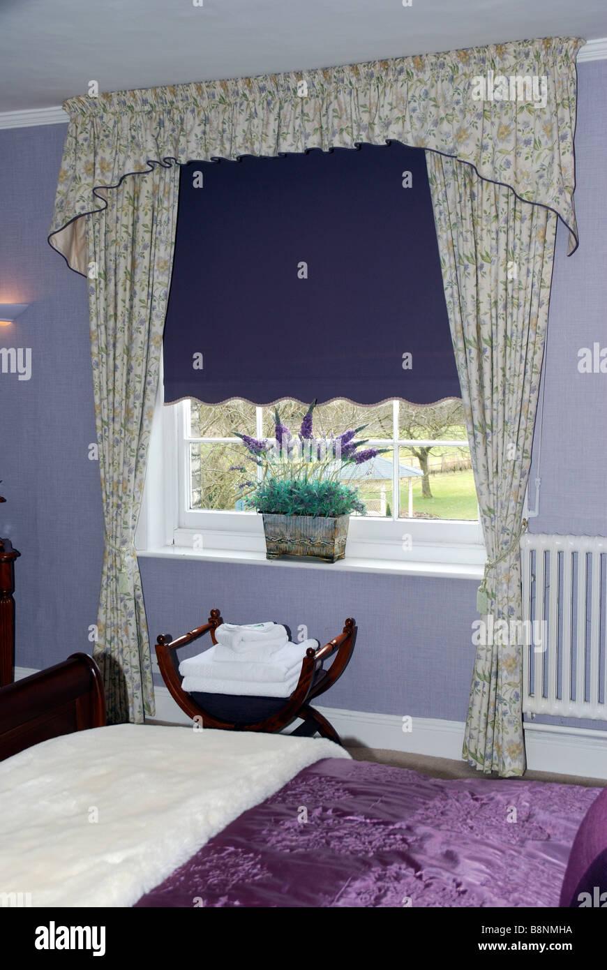 Camera da letto Lilla Foto & Immagine Stock: 22604774 - Alamy