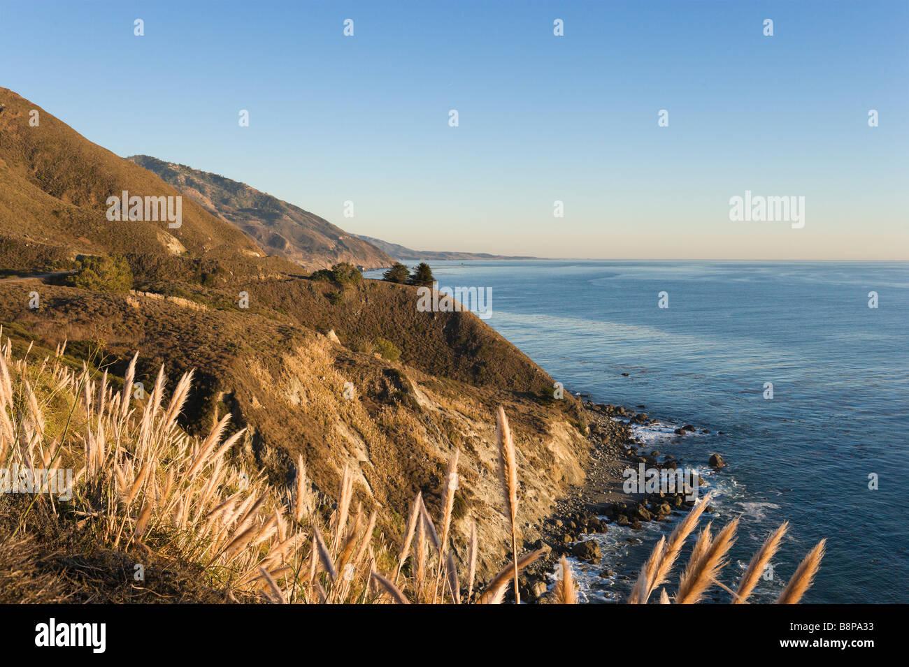 Costa poco prima del tramonto, Pacific Coast Highway (Autostrada 1) vicino Gorda, Big Sur Costa, California centrale, Foto Stock