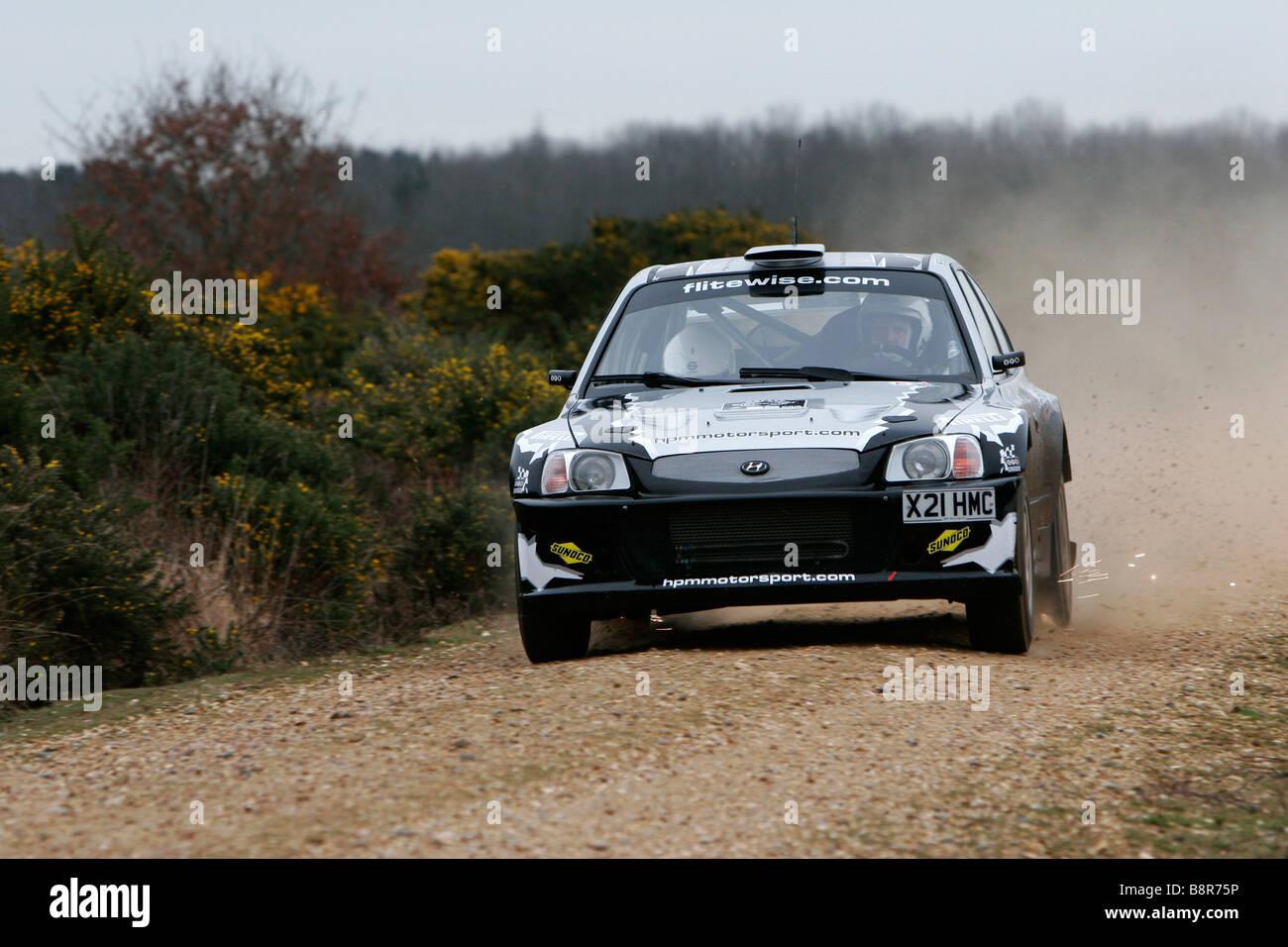 Un Hyundai Accent in velocità in Rallye Sunseeker 2009. Immagini Stock