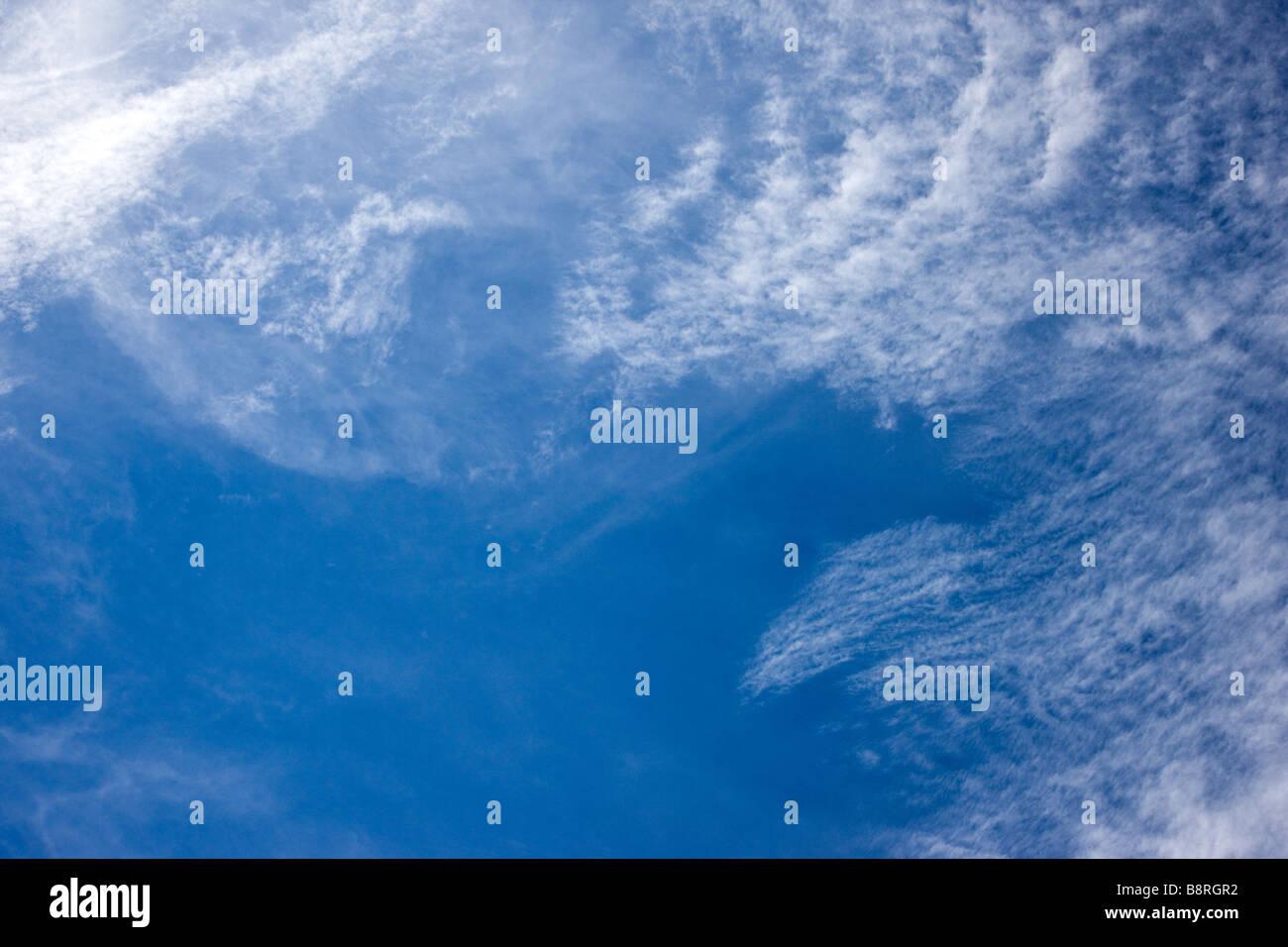 Insolite formazioni di nubi in un inverno Colorado sky Immagini Stock