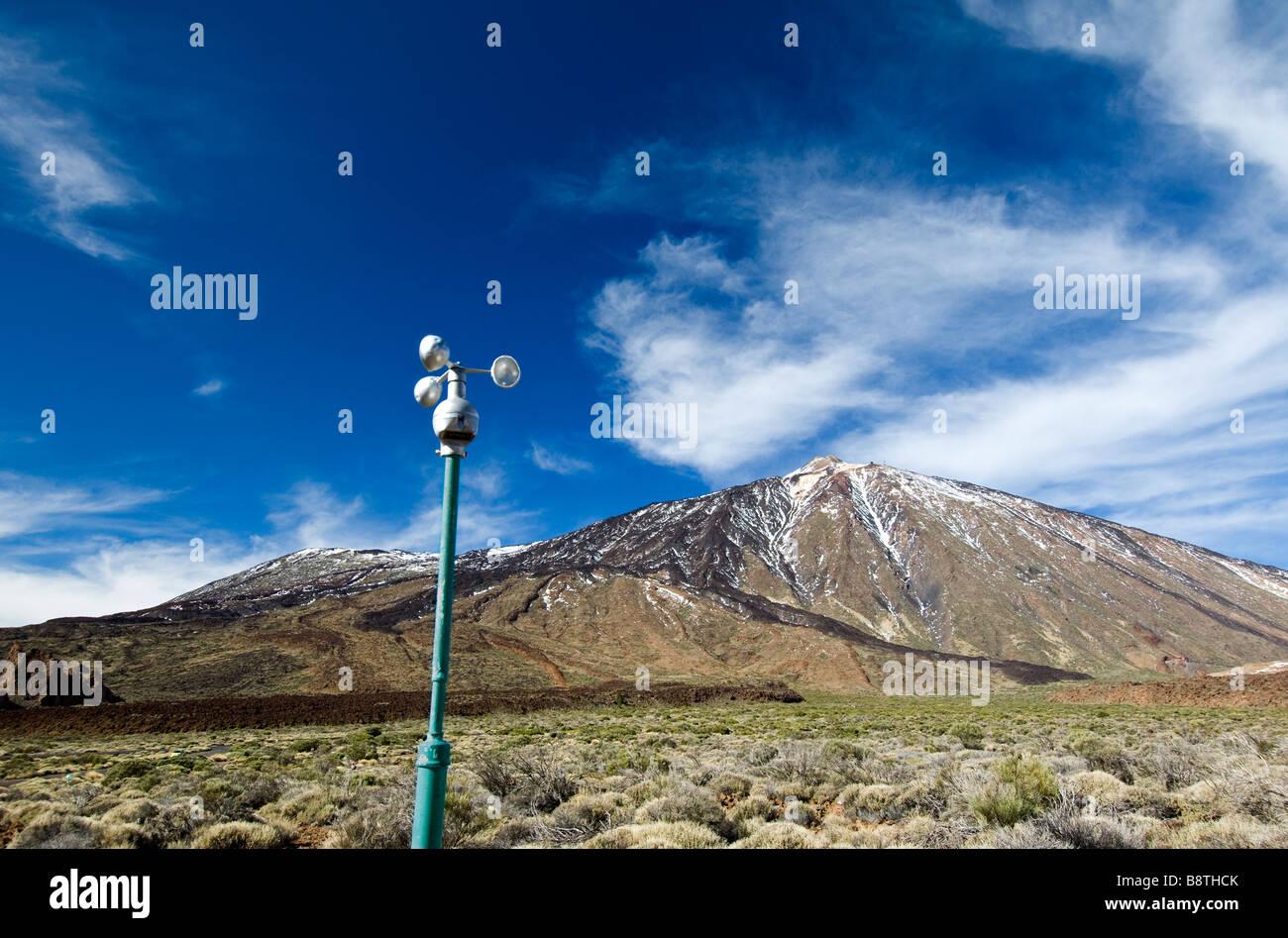 Il clima e il sensore del vento anemometro controlla attentamente meteo nel Parco Nazionale del Teide, il Monte Immagini Stock