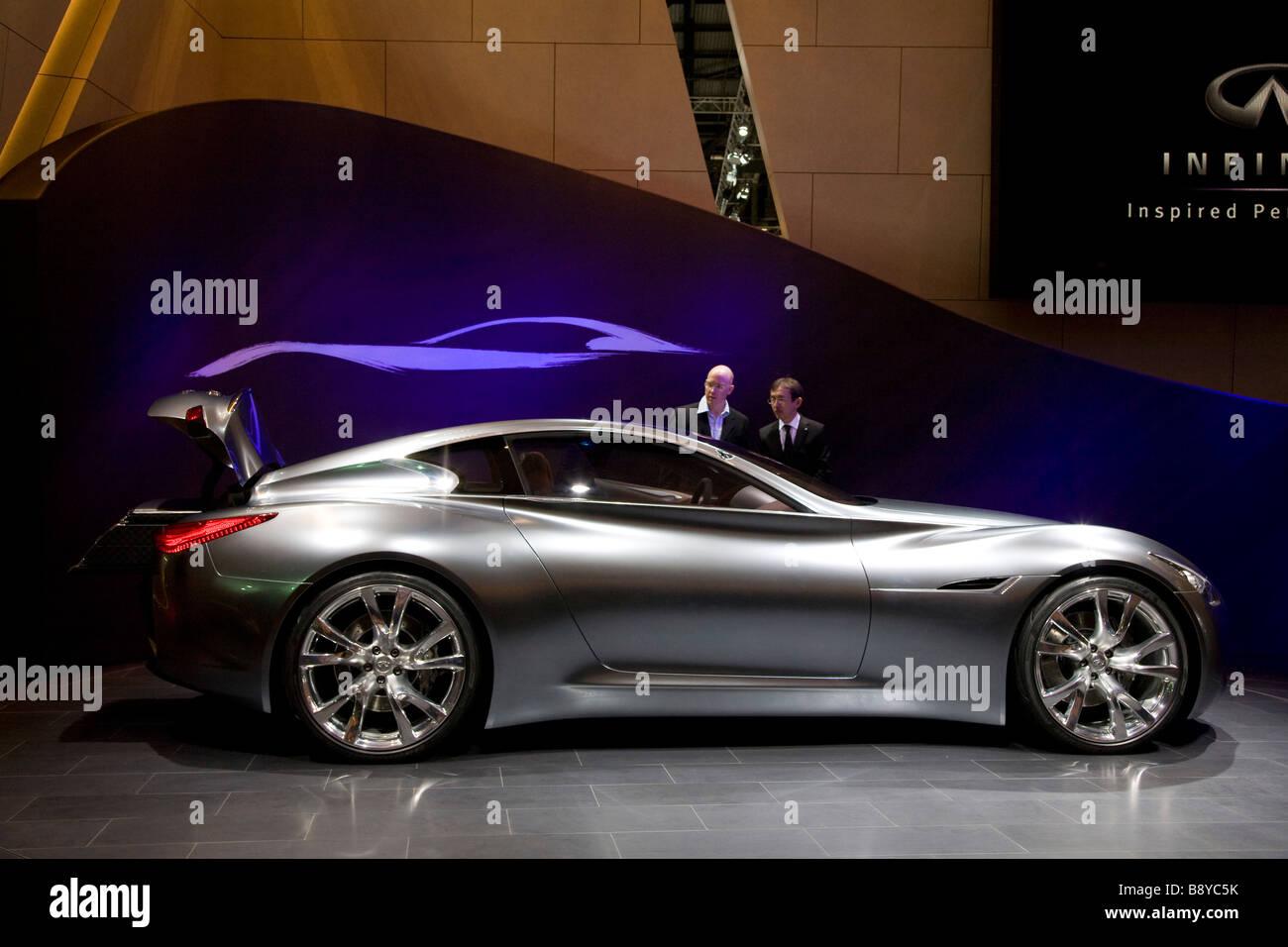 Infiniti essenza mostrato a livello europeo motor show. Immagini Stock