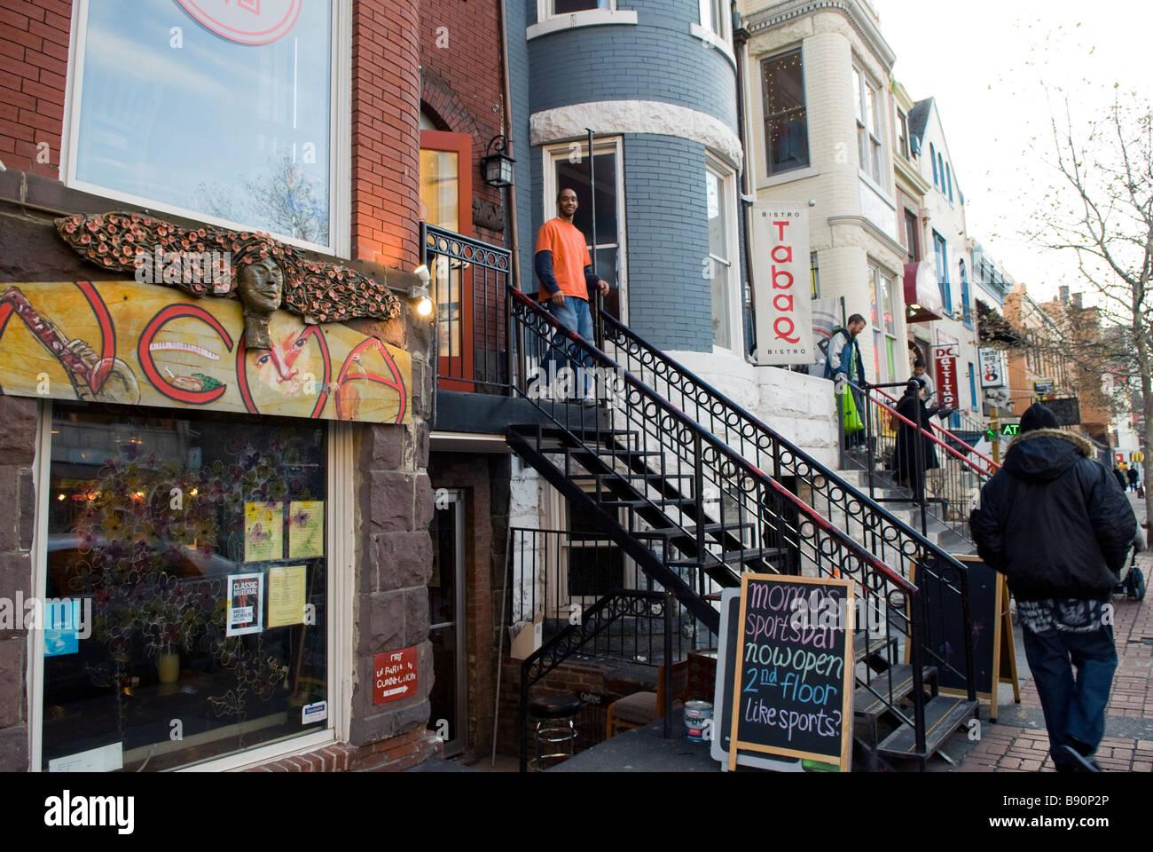 Striscia di bar ristoranti e negozi su U Street NW tra il XIII e il XIV Washington, Distretto di Columbia, Stati Uniti d'America, America del Nord Foto Stock