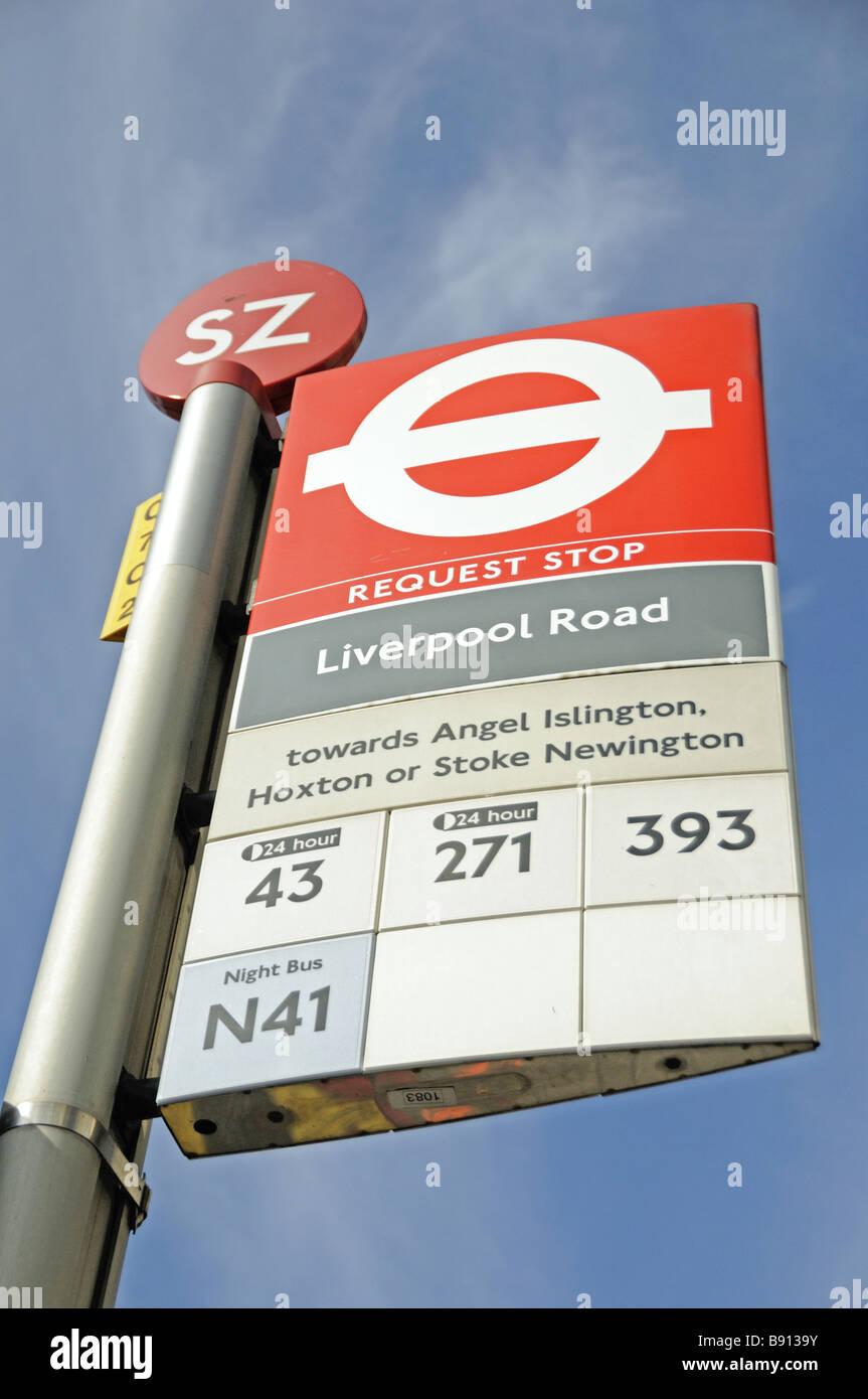 Richiesta di arresto di bus Islington Londra Inghilterra REGNO UNITO Immagini Stock