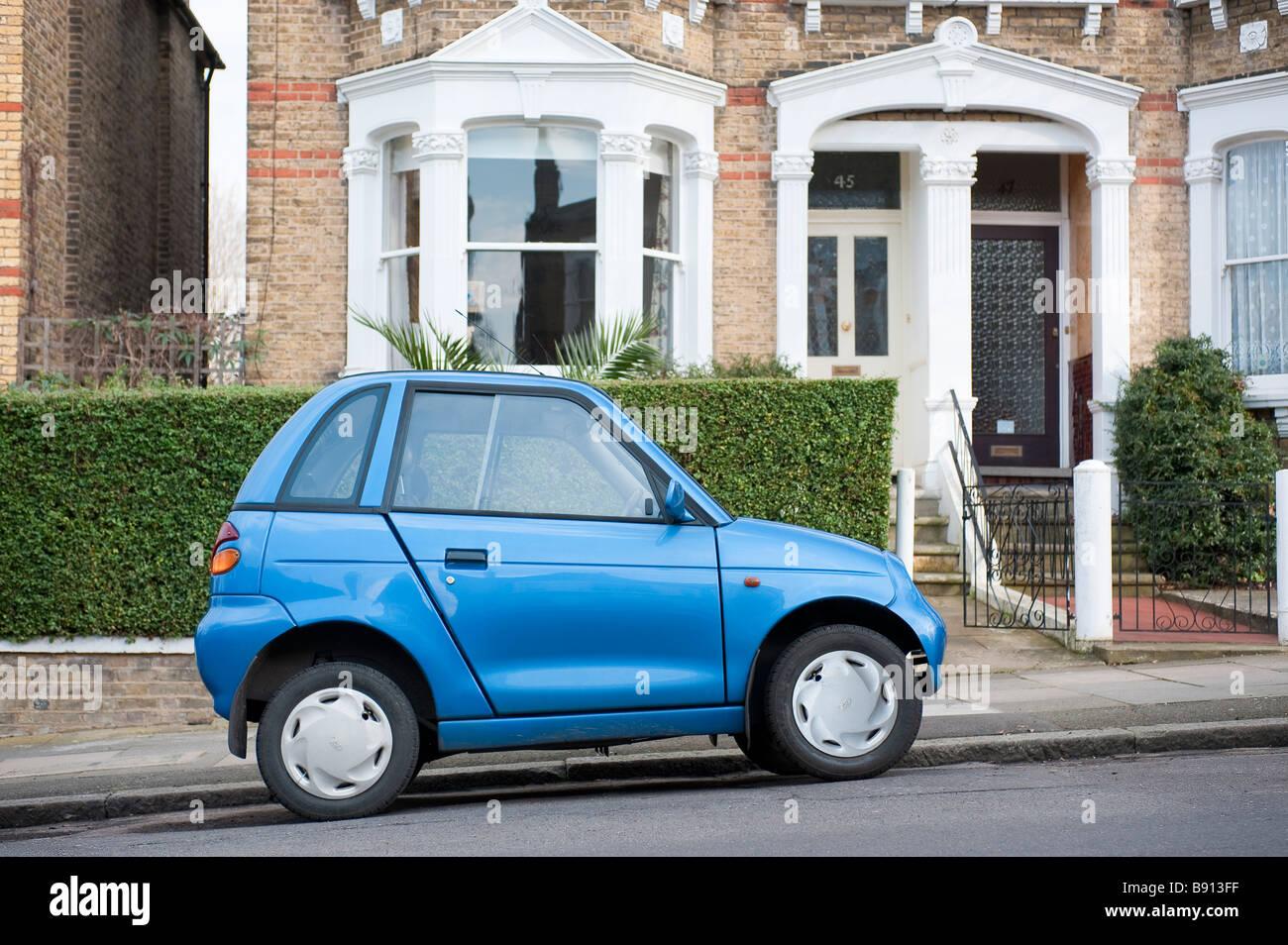 G-Wiz elettrico auto parcheggiata in una strada residenziale a Londra Immagini Stock