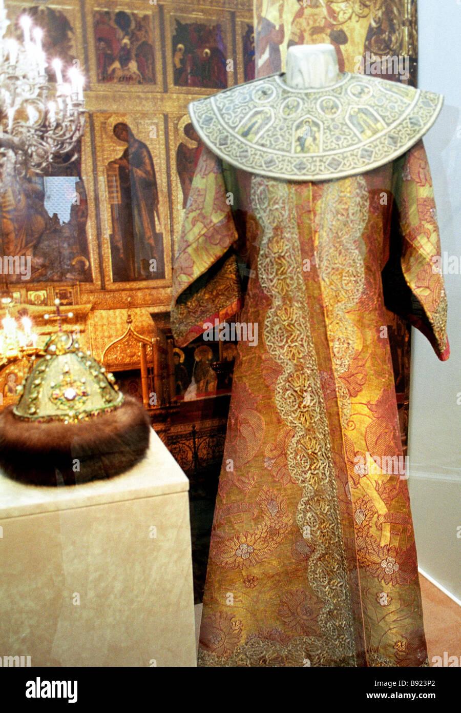 Abbigliamento formale dello zar russo realizzato in unico XVI XVII secolo tessile italiana sul display in Italia Immagini Stock