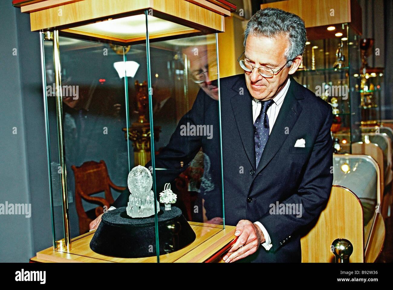 Christie s auction house presidente vicino a vetrina con le principali presentano cioè la favola invernale Immagini Stock