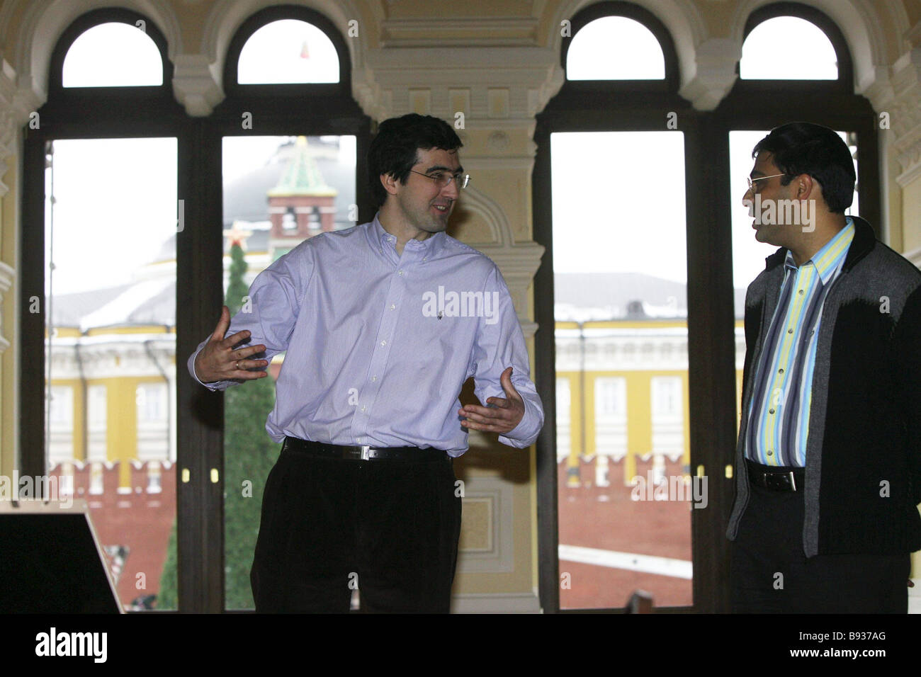 In intermezzo delle uniche due gioco cyborg avanzata partita a scacchi tra il campione worlkd Viswanathan Anand Immagini Stock