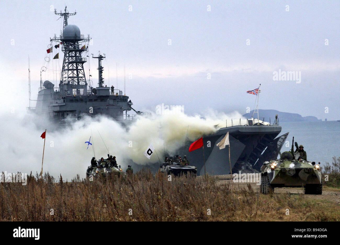 Un mare a carico attacco eseguito durante il Vostok 2007 esercizi strategici Immagini Stock