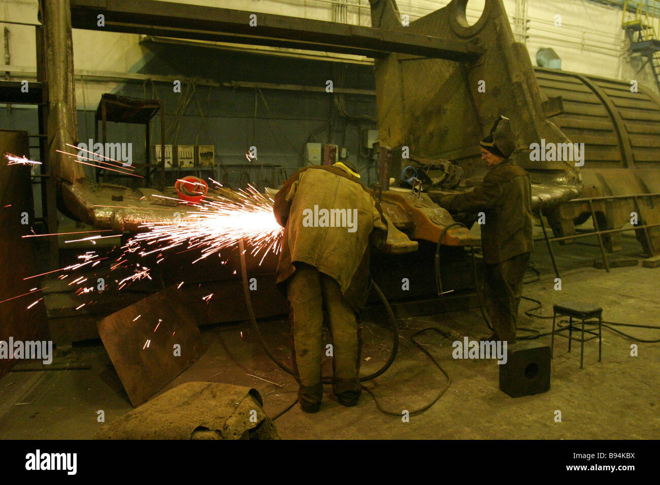 Pala di condizionamento i denti della benna sedi del 45 cu m escavatore a riparare e opere di ingegneria della OAO Immagini Stock