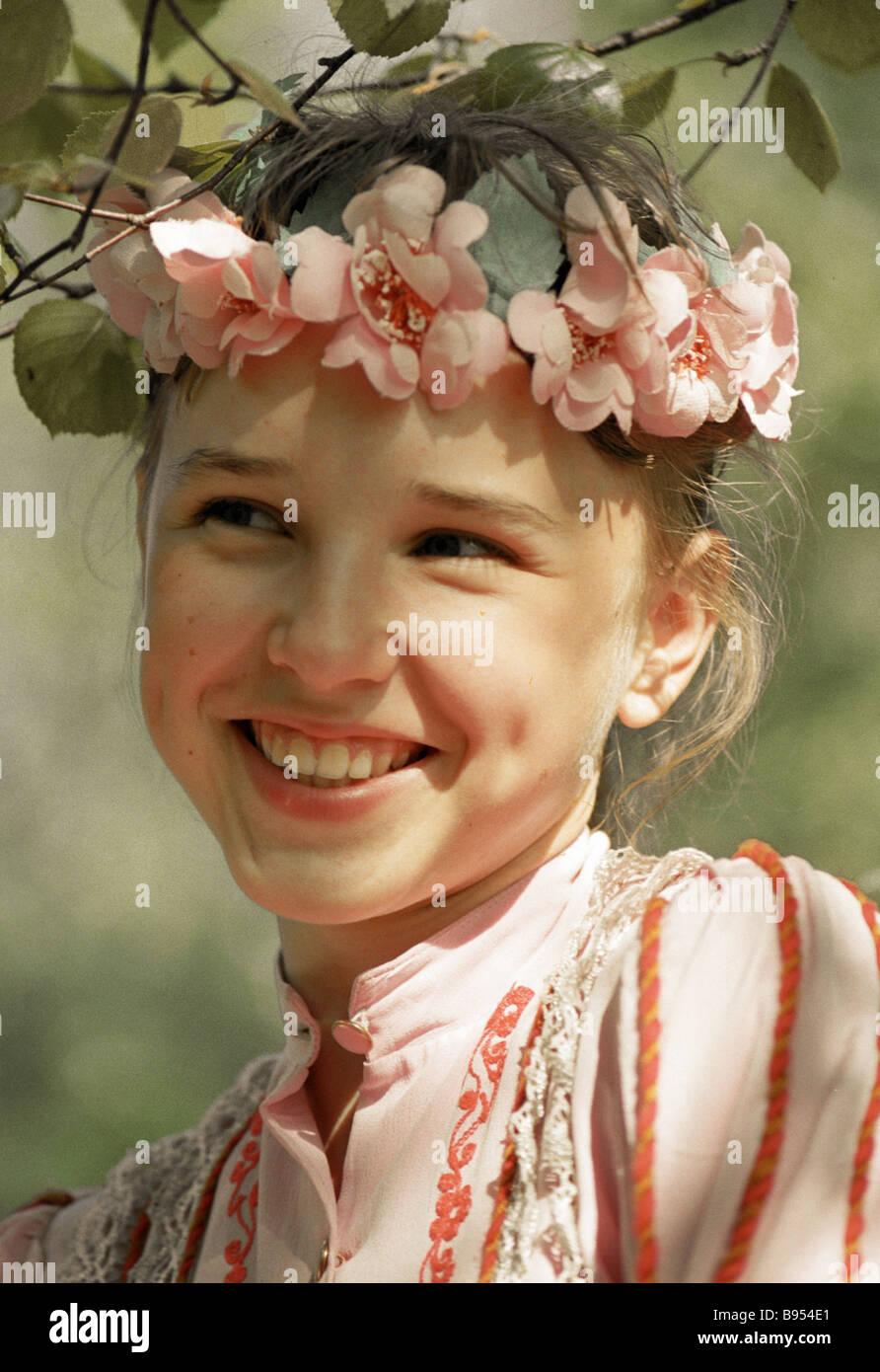 Yelena Kostomarova membro del folklore ensemble Immagini Stock