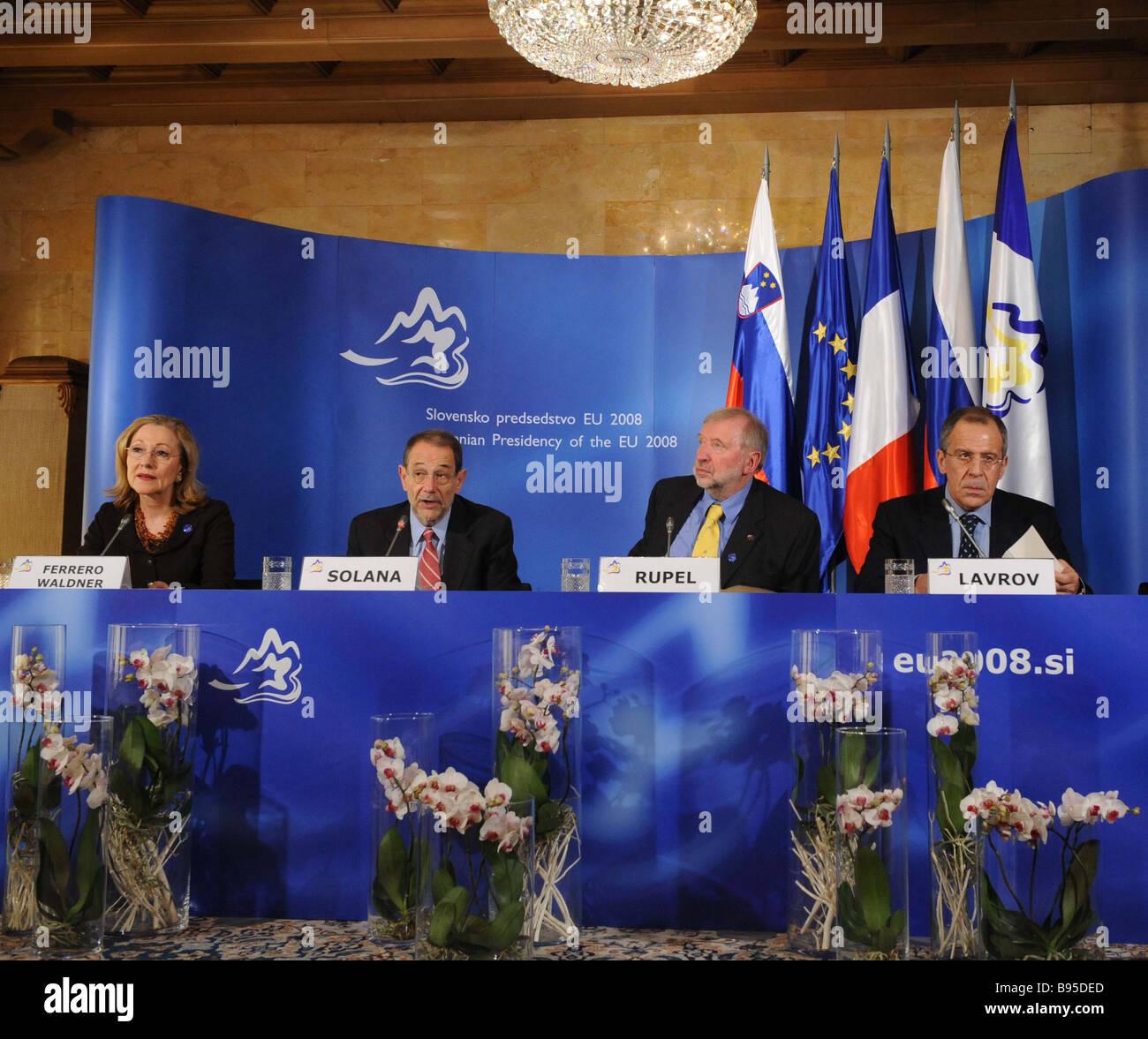 Da sinistra UE Le Relazioni Esterne e la politica europea di vicinato Comissioner Benita Ferrero Waldner Alto Rappresentante Immagini Stock