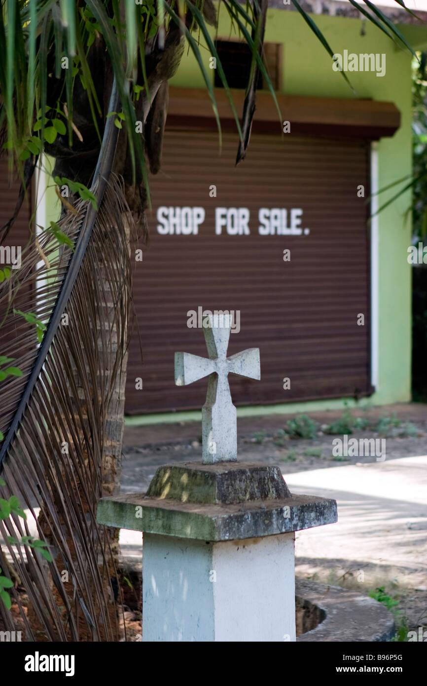 Santuario Cattolico di fronte shop per la vendita. Immagini Stock
