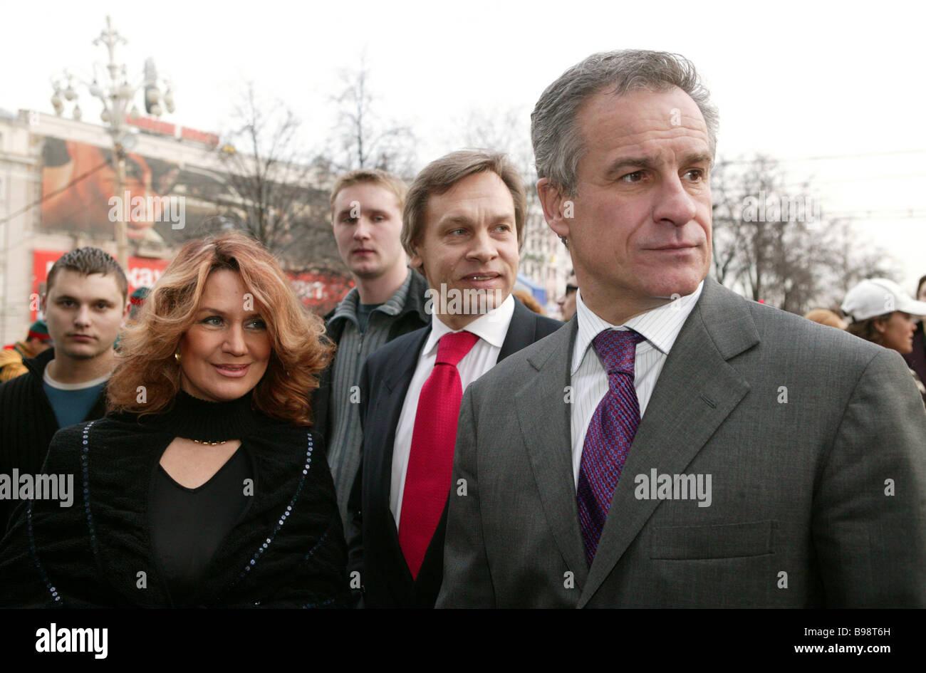 Aiuto presidenziale sulle relazioni UE-Sergei Yastrzhembsky destra e TV minder Alexey Pushkov a sinistra al Statsky Immagini Stock