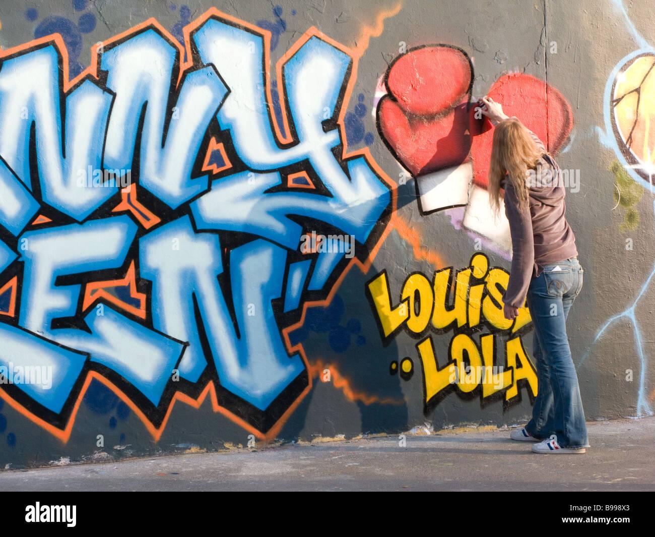 Femmina artista di graffiti Immagini Stock