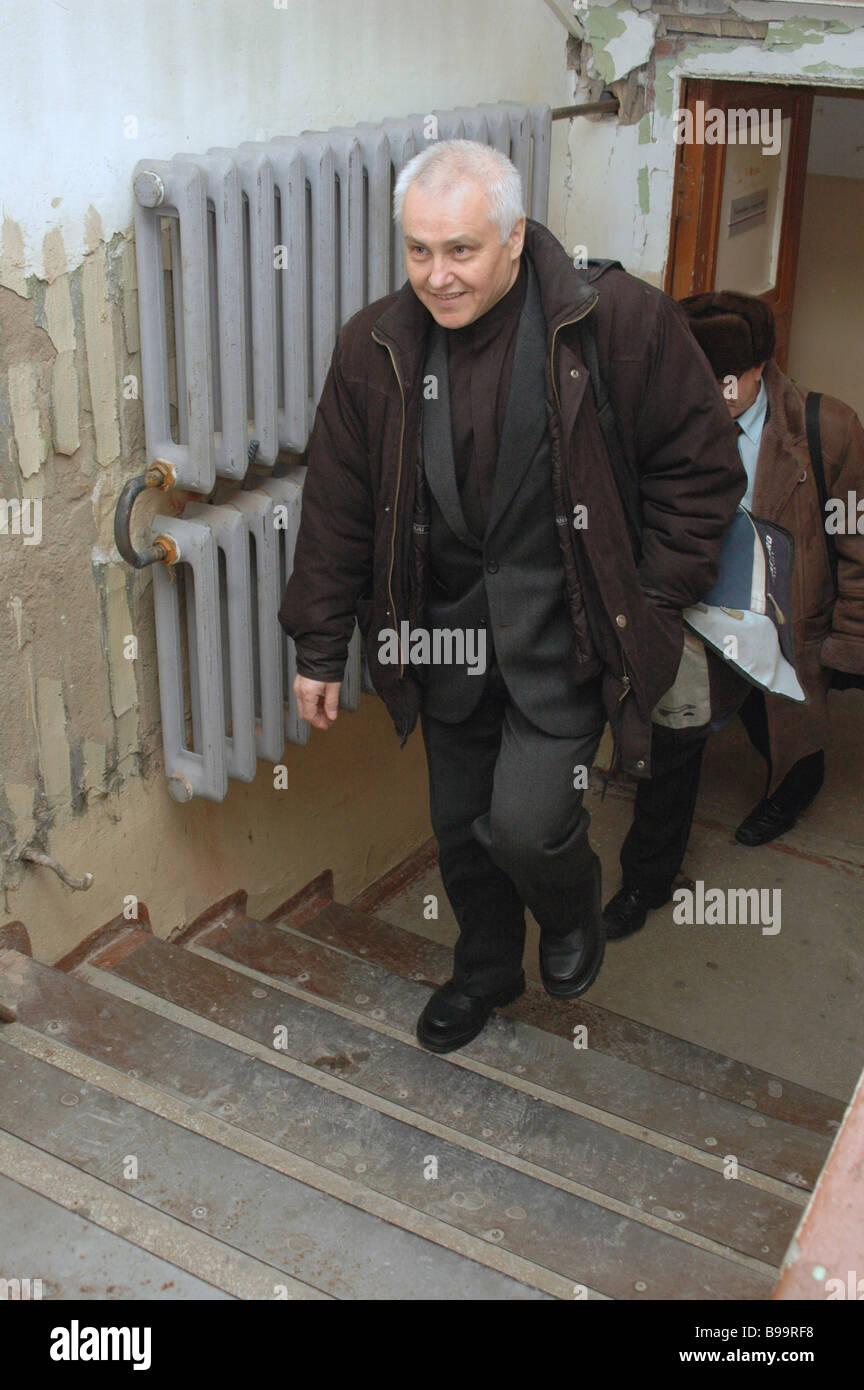 La Corte ascolta richiesta da un avvocato di ex membro premere il presidente del Comitato Boris Mironov per chiudere Immagini Stock