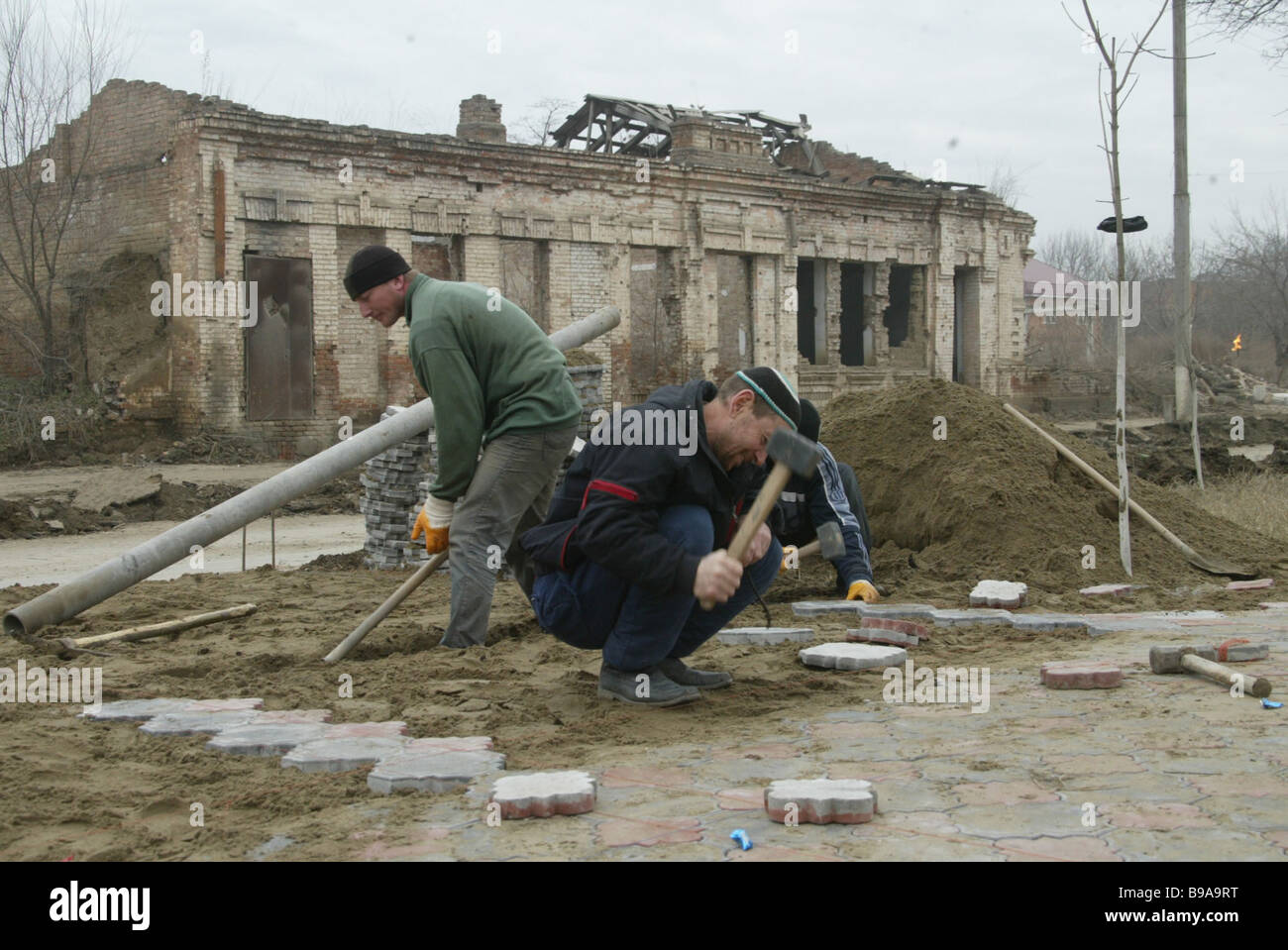 Larga scala la ricostruzione è in corso a Grozny Nella foto la ricostruzione di Pervomaiskaya Ulitsa Immagini Stock
