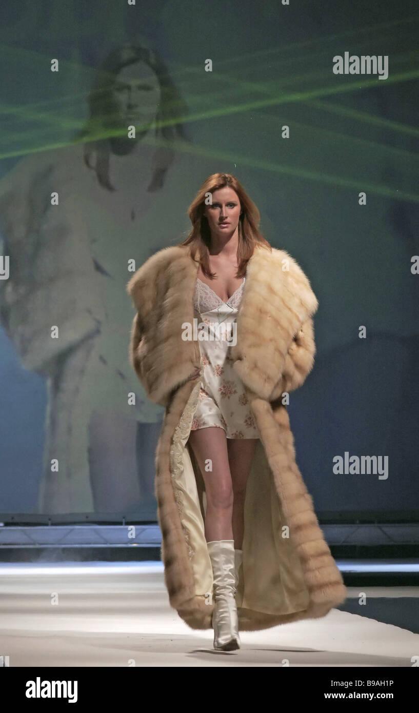 official photos 3c44b 8a57e Una sfilata di moda di pellicce SOBOLSHOW segna il ...