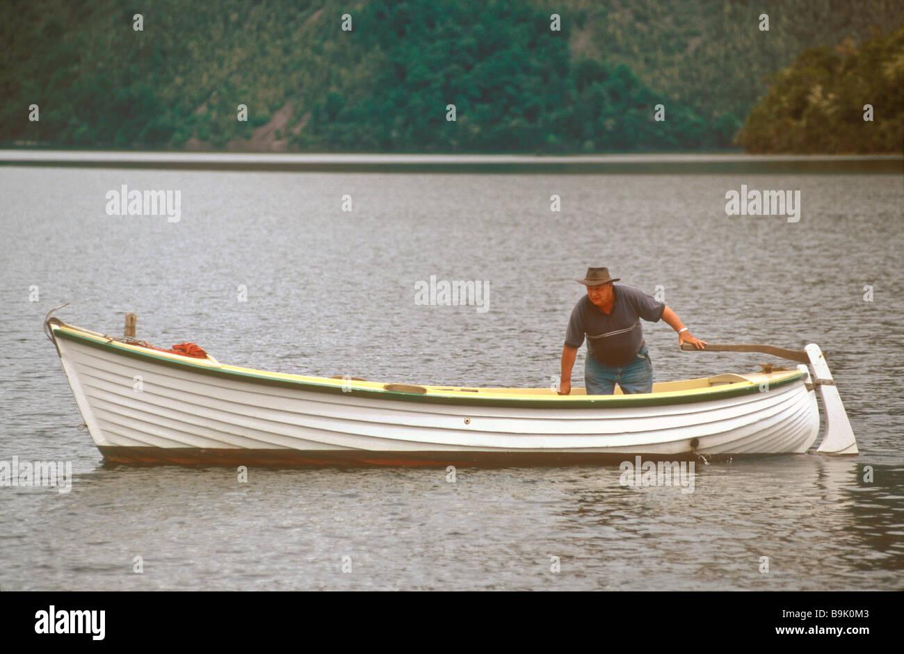 Un tradizionale a doppia estremità motore entrobordo barca sul Lago Rotoiti Nelson Parco Nazionale di Nelson Immagini Stock