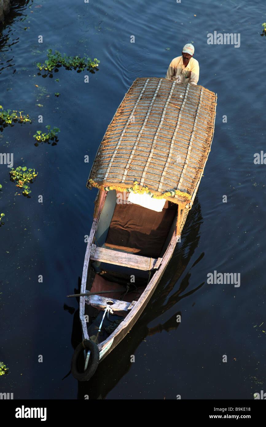 India Kerala Alappuzha Alleppey barca su un canale Immagini Stock