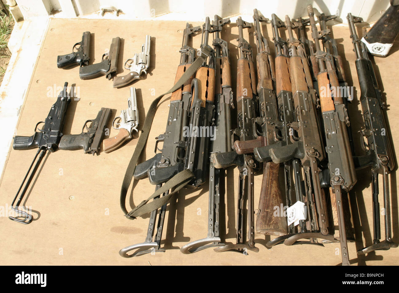 Una collezione di armi è tenuto dall'ONU a Monrovia in Liberia, Africa occidentale. Foto Stock