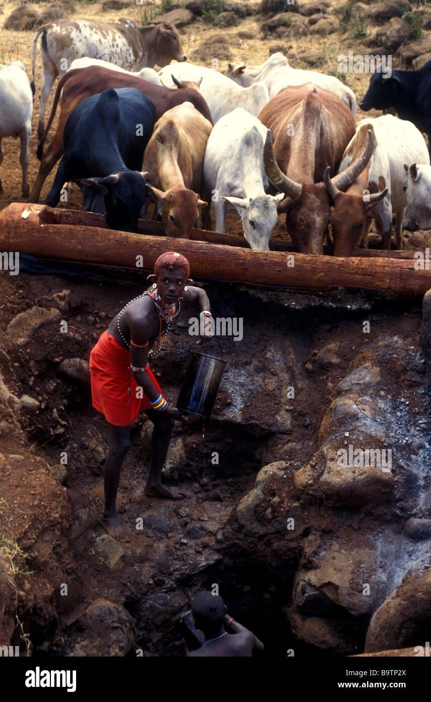 Rendille cantando pozzetti kenya africa Foto Stock