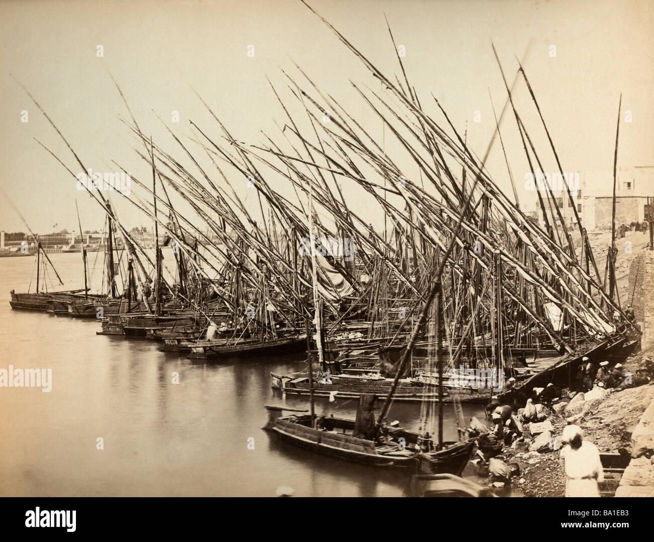 Geografia / viaggi, Egitto, Nilo, imbarcazioni turistiche a un atterraggio, fotografia di Zangaki, circa 1885, Additional Immagini Stock