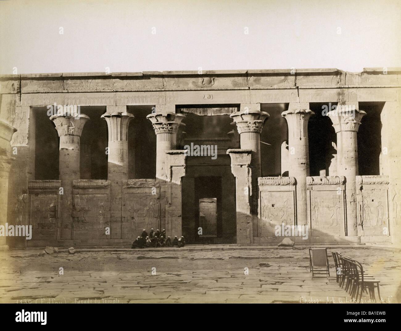 Geografia / viaggi, Egitto, di Edfu, il Tempio di Horus, corte interna, fotografia di Gabriel Lekegian e Co., circa Immagini Stock