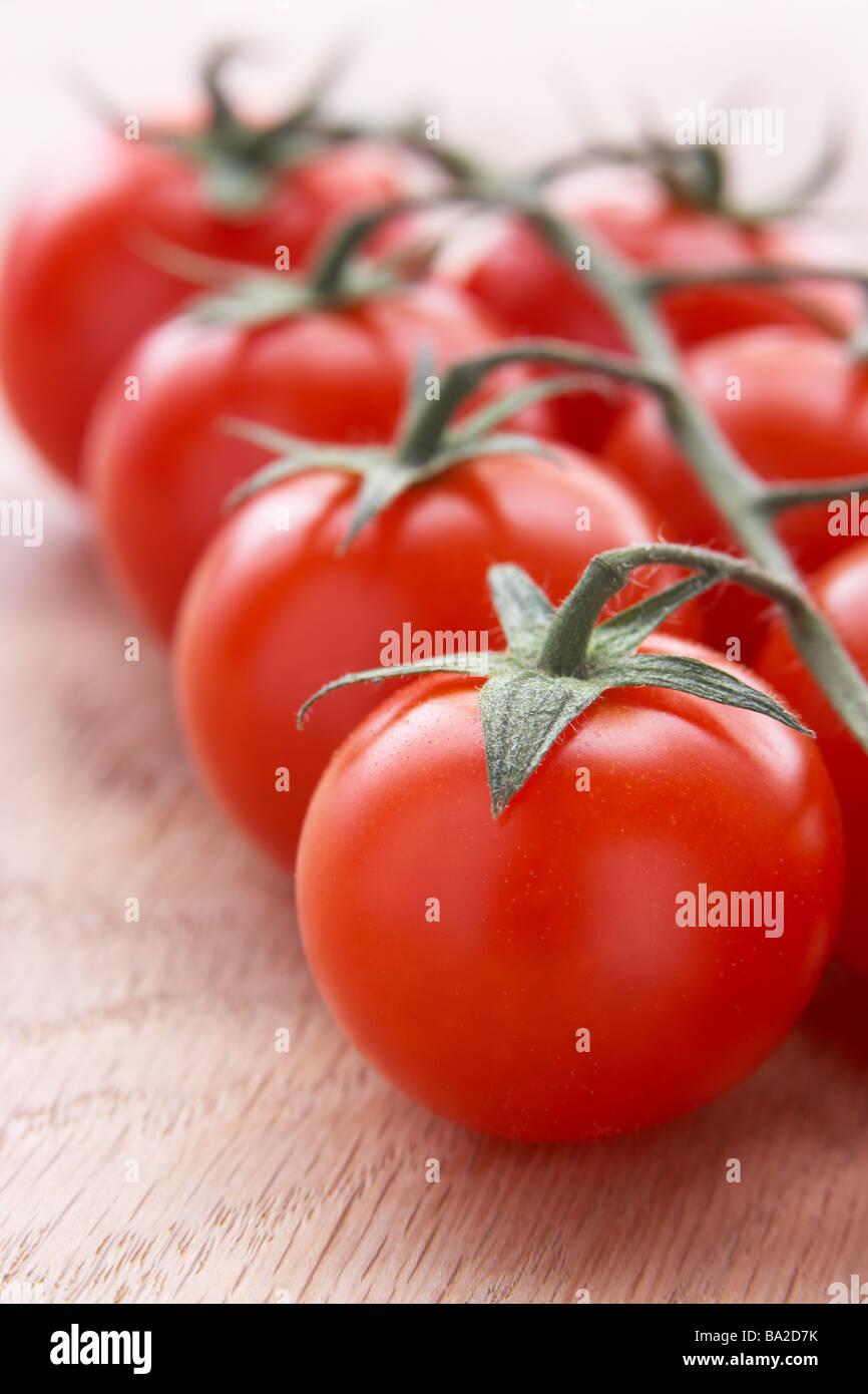 Grappolo di pomodori freschi Foto Stock