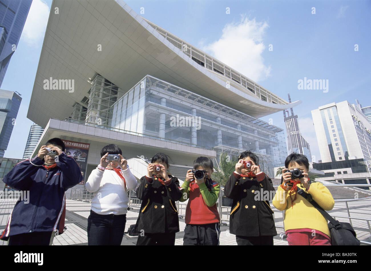 Cina Shanghai Shanghai Grand Theatre bambini telecamere fotografie n. I modelli Asia Orientale city Piazza del Popolo Immagini Stock