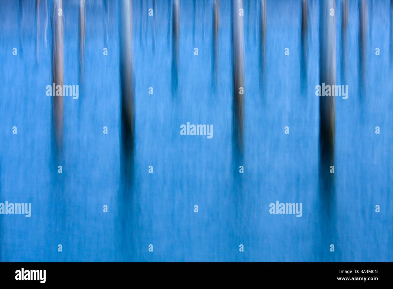 Immagine astratta dei pontili in acqua Immagini Stock