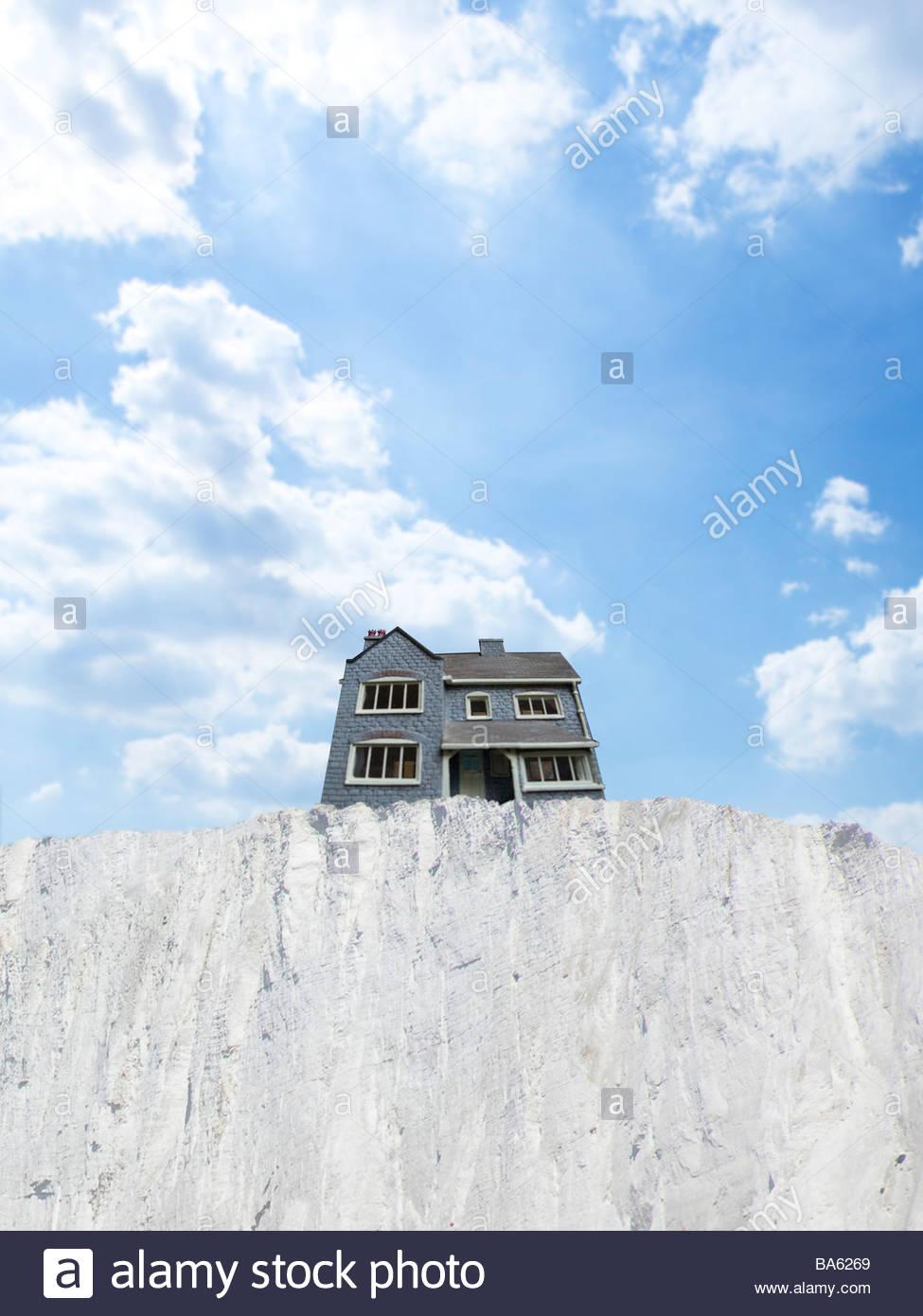 Casa a bordo della scogliera Immagini Stock