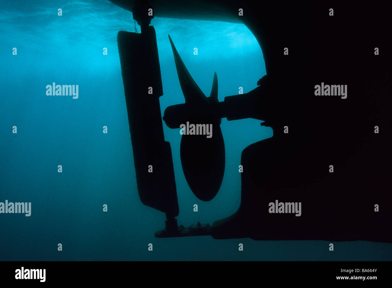 Il motoscafo scafo ed elica visto da sott'acqua in California il Parco Nazionale delle Channel Islands. Immagini Stock
