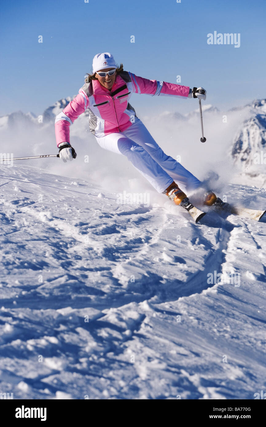 Ski Una Chauffeuse Allegramente Carven Persone Serie Donna 40 Anni Sci Abbigliamento Sole Marce Calotta In Vetro Copricapo Bastoncini Da