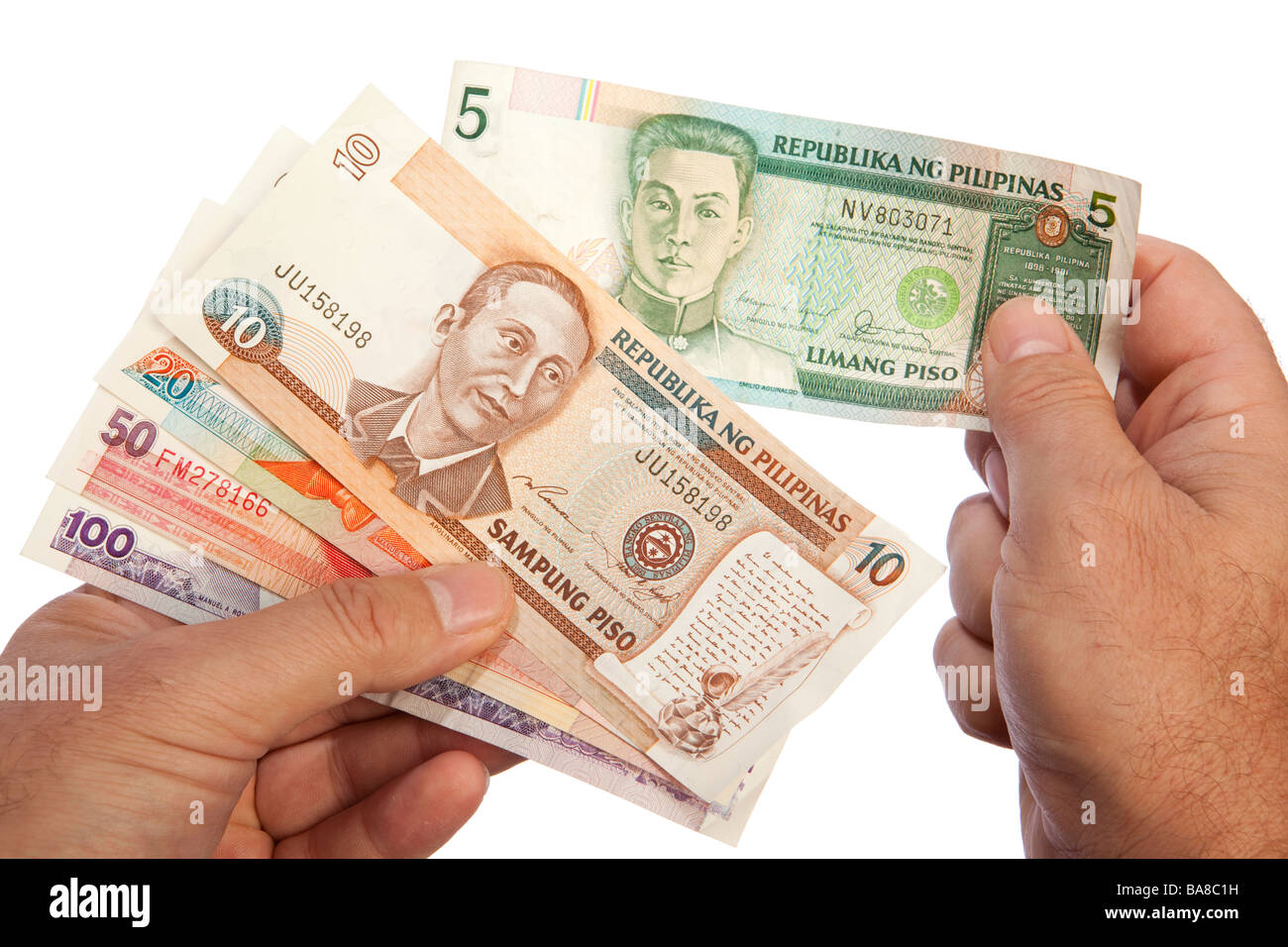Maschio di denaro mani manciata di valuta delle Filippine Immagini Stock