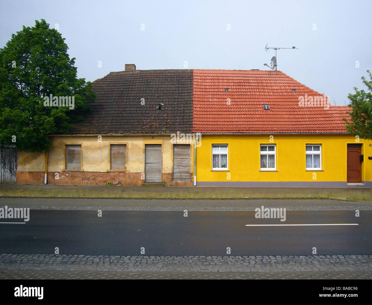 Parzialmente ristrutturato casa nella parte orientale del monastero Zinna, Jueterbog, Germania Immagini Stock