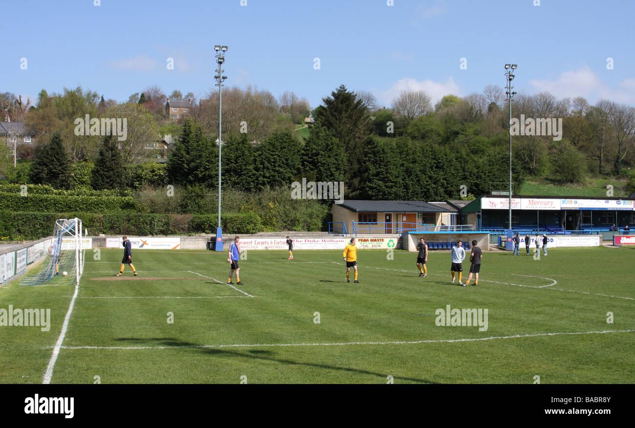 Allenamento di calcio a Matlock Town football ground Matlock, Derbyshire, England, Regno Unito Immagini Stock