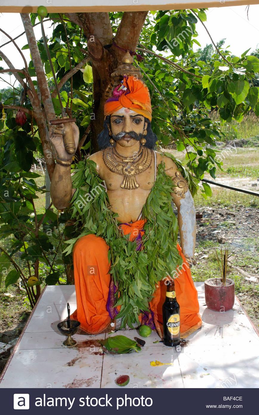 Statua di seduto maschio divinità Hindu Sri Maha Kaliaman tempio indù Lumut Perak Malaysia Immagini Stock