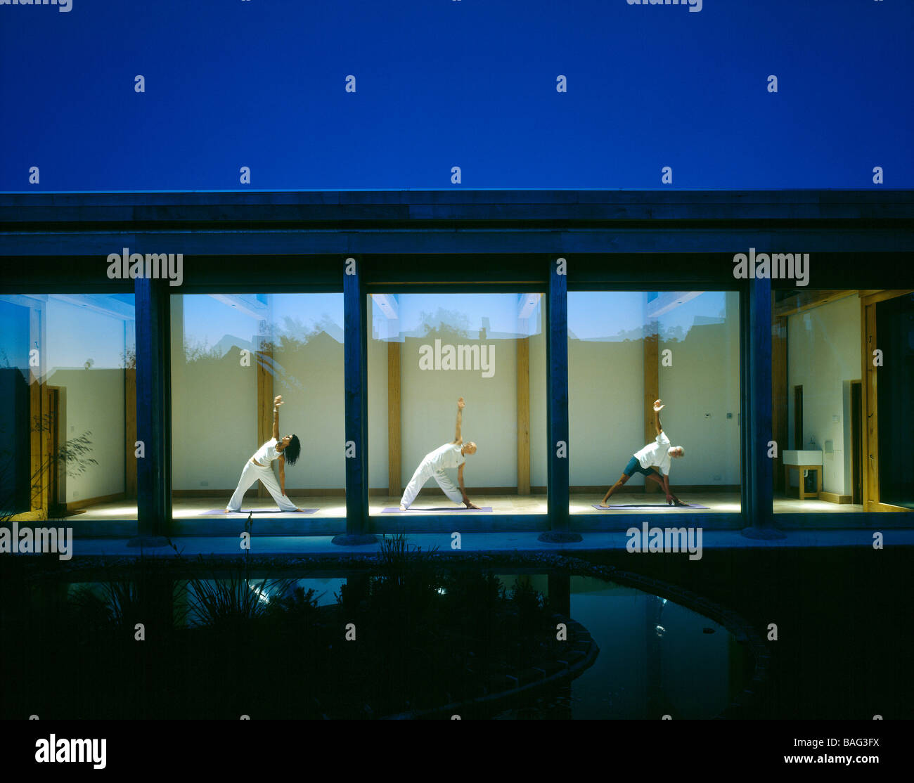 Sophie Porri Studio di Yoga, Regno Unito, Freeland Rees Roberts, Sophie porri yoga studio vista notturna. Immagini Stock